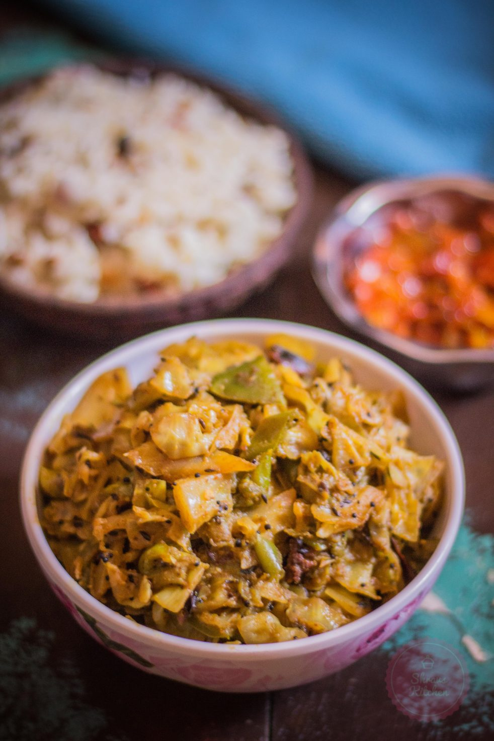 cabbage capsicum sabzi / cabbage capsicum poriyal / side dish for chapathi